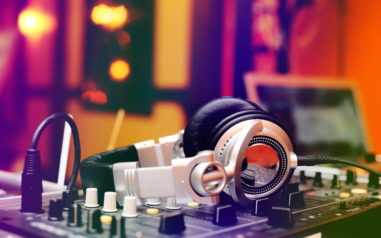 Achtergrondmuziek DJ - AchtergrondJazz.nl